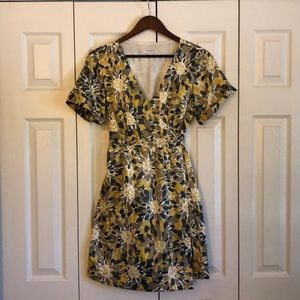 Banana Republic V-neck Wrap Dress, sz 4